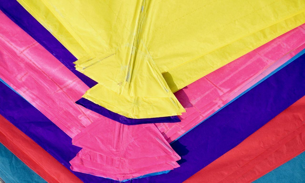 Kites PatternBackgroundssClose-uppCulturessDayyFull FrameeJaipur RajasthannMakar Sankranti,IndiaaMulti ColoreddNo PeopleeOutdoorssPink ColorrReddTextileeYelloww Kitesurfing Kite