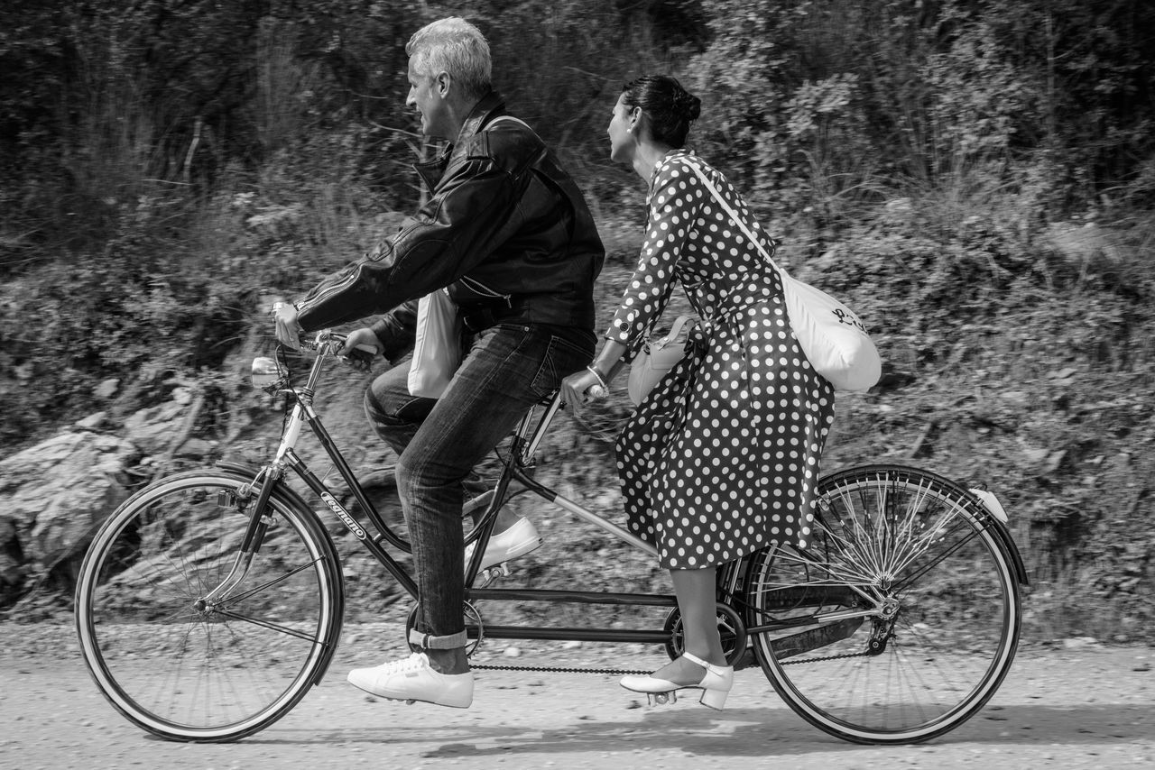 Beautiful stock photos of wein, bicycle, cycling, lifestyles, two people