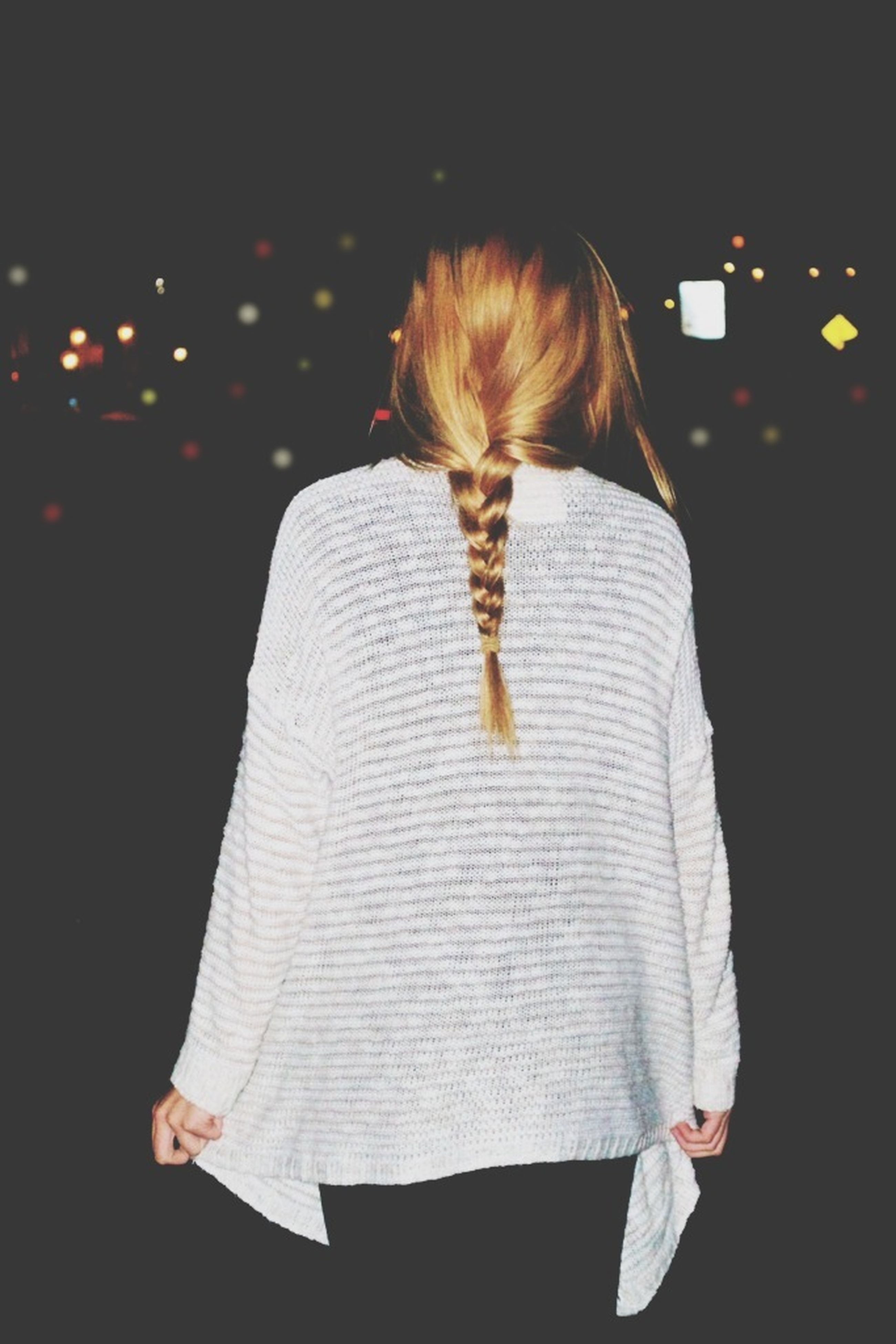lifestyles, leisure activity, long hair, rear view, casual clothing, standing, night, young women, full length, waist up, young adult, person, three quarter length, front view, side view, holding, indoors