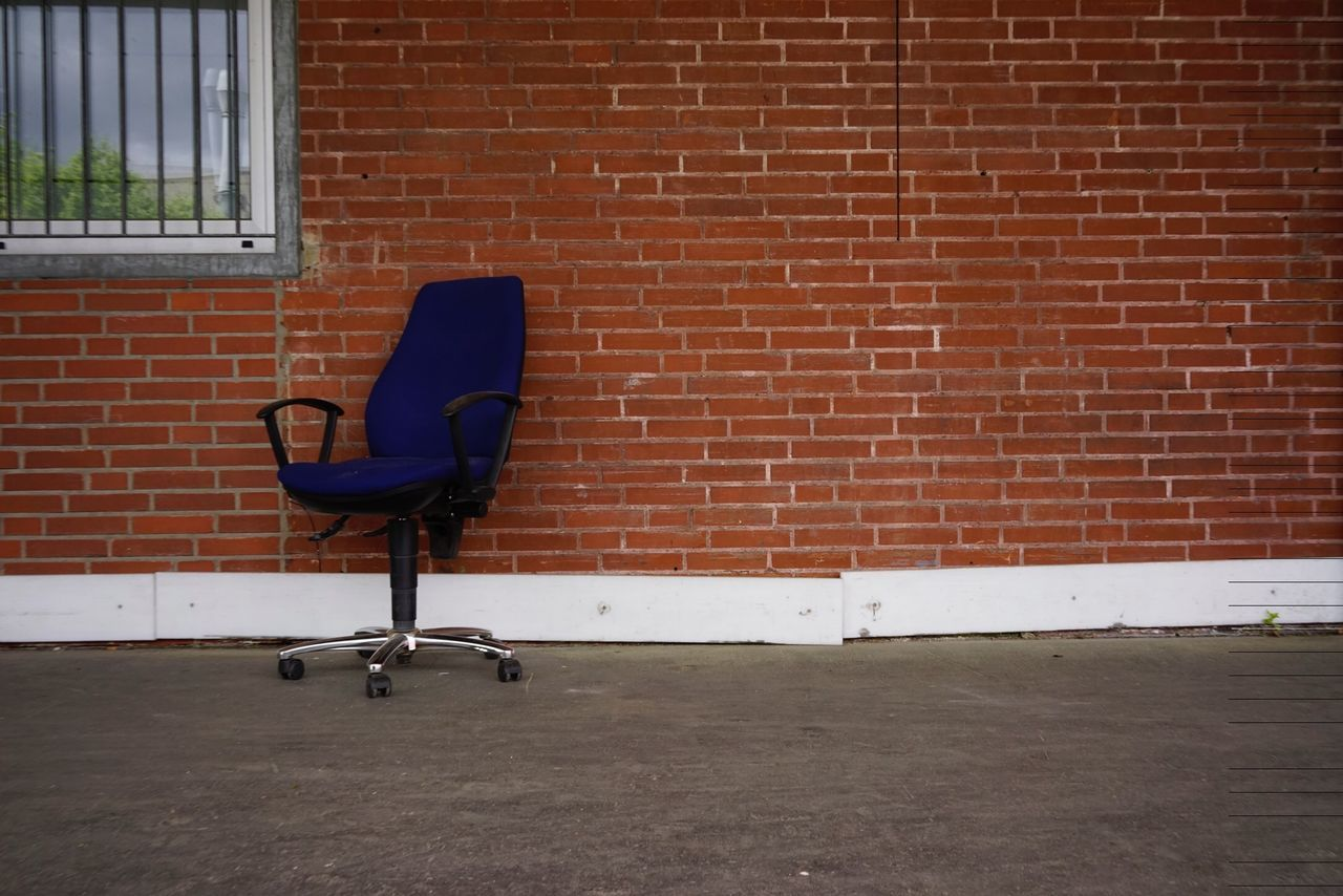 brick wall, chair, relaxation, day, outdoors, architecture, no people