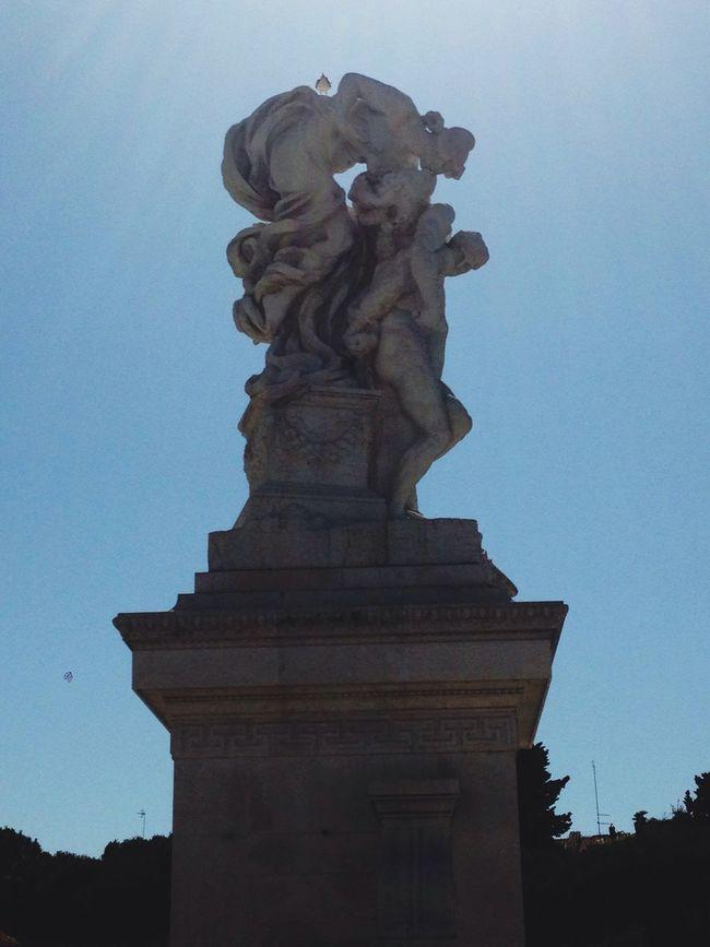 Monument Roma Statue