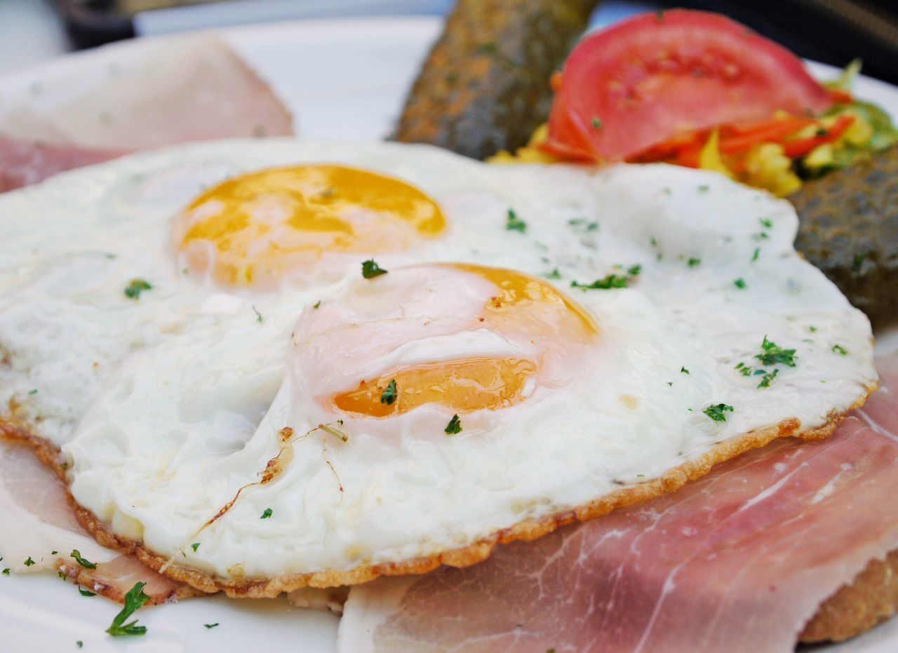 Bacon Close-up Day Eggs Sunny Side Up Food Food And Drink Freshness Ham Healthy Eating Herbs Indoors  No People Plate Poached Ready-to-eat Tomato Slices