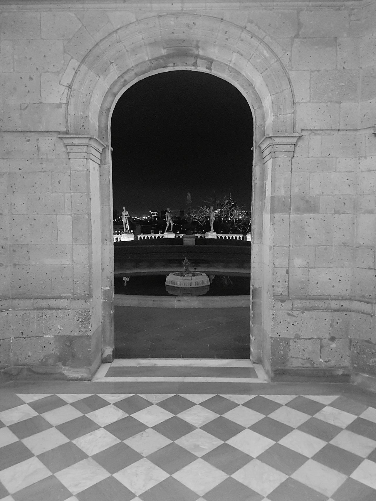 Arch Pattern Architecture Tiled Floor Travel Destinations Built Structure History Fountain No People War Memorial Indoors  Day Sculpture Chapultepec Castle Niños Heroes Historical Building B&w