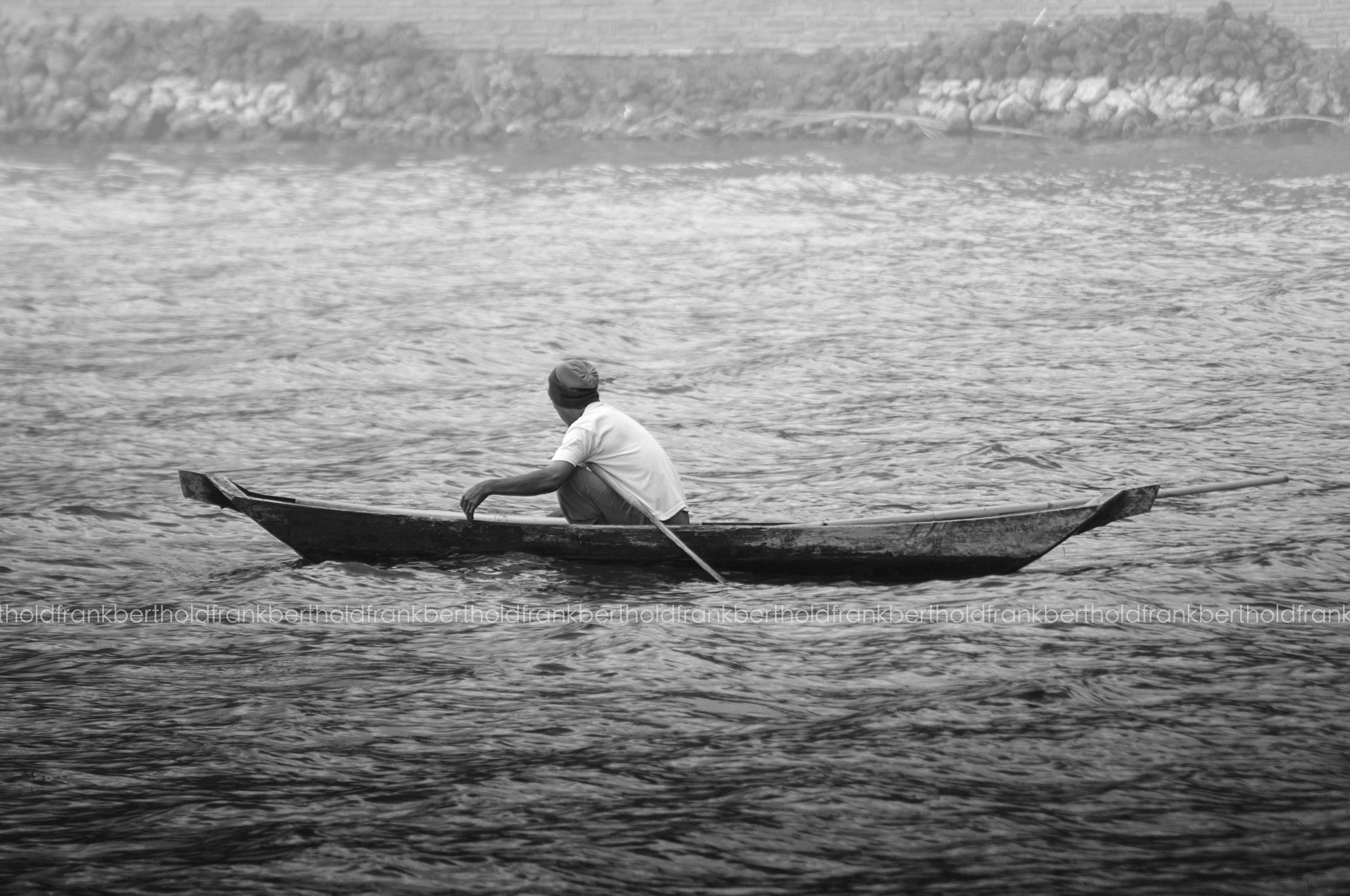 water, nautical vessel, waterfront, sea, boat, transportation, mode of transport, rippled, nature, lifestyles, leisure activity, full length, men, tranquility, oar, day, beauty in nature, lake