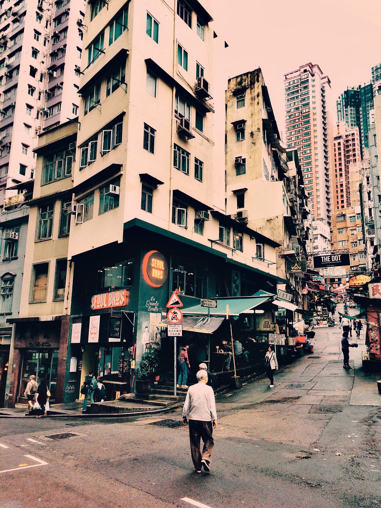 Here Belongs To Me City Life Asianstyle Streetphotography The Street Photographer - 2016 EyeEm Awards My Commute Urban Exploration Urban Lifestyle Life Street Photography