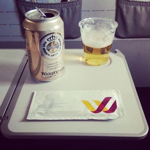 "Da musst du erst @Germanwings fliegen, um mal wieder nen ""schönes"" Dosenbier zu trinken. ;-) Upintheair Flyingcgn NonstopMe4U Fernprost BeerTweet ?"