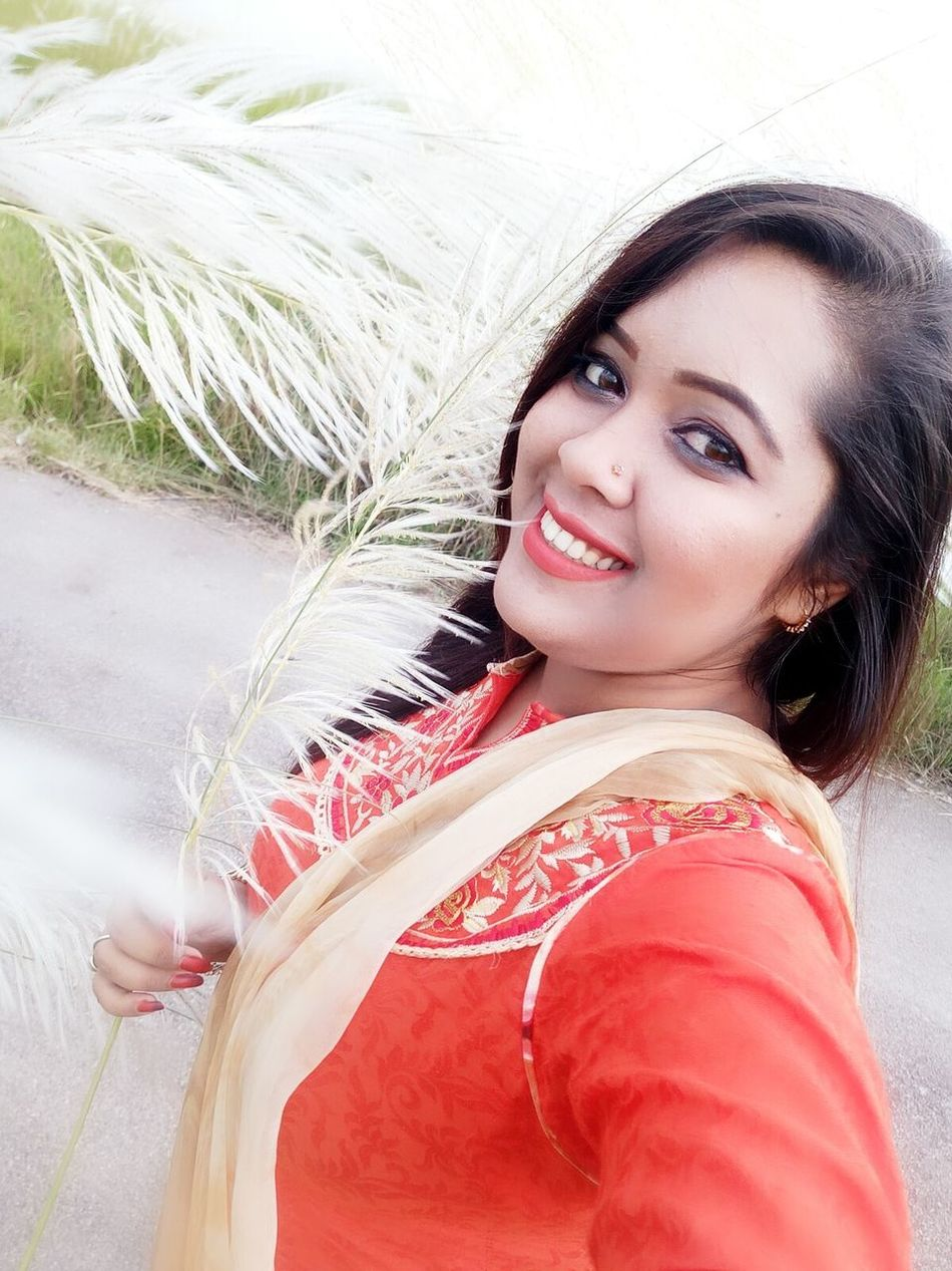 Kashful Whiteeverywhere Orangeme Mewithnature Looking At Camera Young Women Outdoors Lifestyles Beauty Fashionable LoveMeLikeYouDo 😘 Femininity Awsomephotography Awsomenature Nature Evening Sky Photography In Motion Country Road Scenics Make-up Fashion Missing Confidence