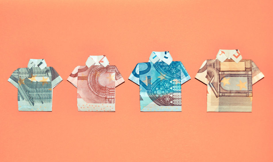 Billetes Bills Colored Background Consumerism Dinero Euro Euro Money Money Multi Colored No People Orange Background Pagar Paper Currency Pay Size Studio Shot Tshirt Variation