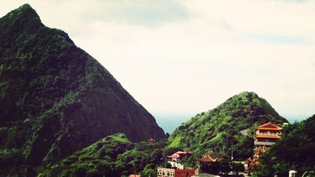 山的另一邊是一大片的海。