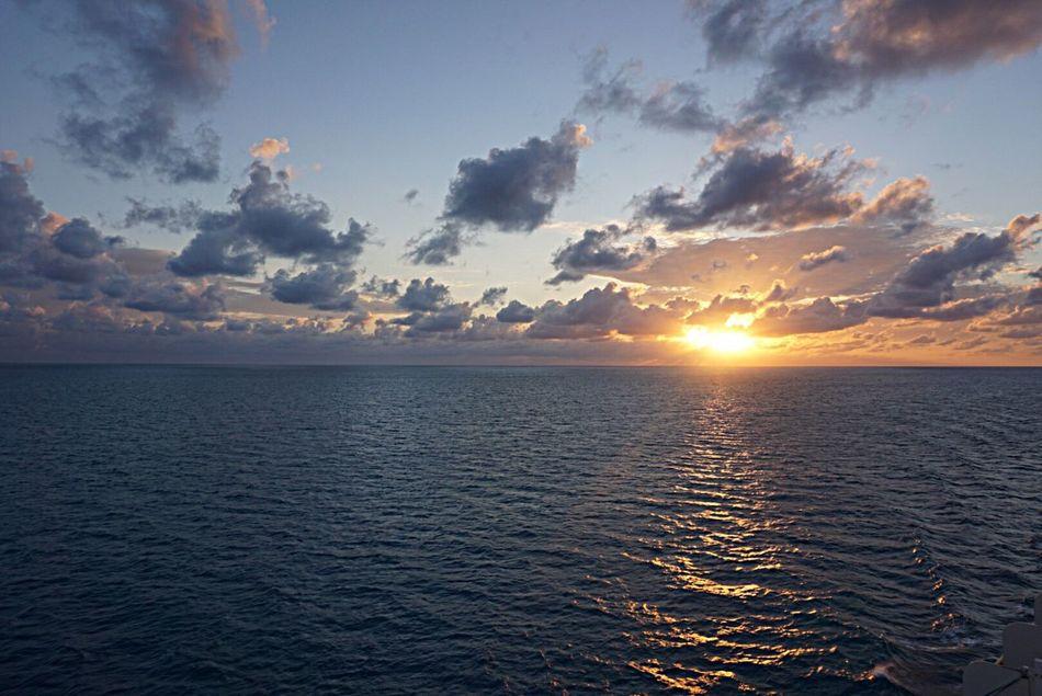 Sea Water Scenics Horizon Over Water Tranquil Scene Beauty In Nature Sunset Tranquility Sun Sky Cloud - Sky Nature Idyllic Waterfront Seascape Rippled Cloud Majestic Sunbeam Ocean