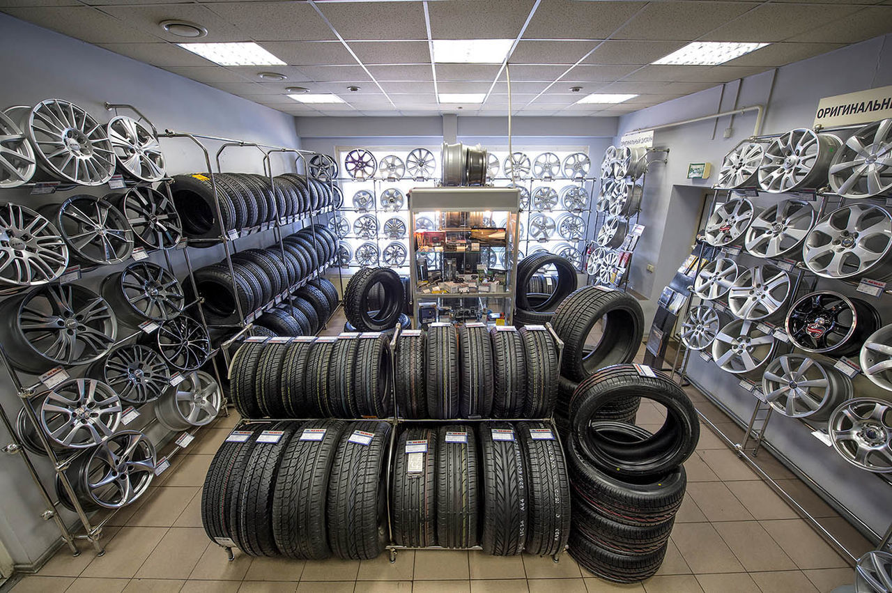 Russia, Moscow, transport, cars, wheels, tyres, car service, trade Car Service Cars Day Indoors  Large Group Of Objects Moscow No People Russia Tire Trade Transport Tyres Wheels