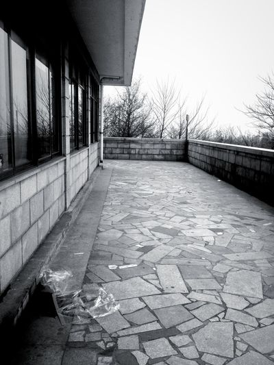 "岳麓山 Taking Photos Black And White ""在人海茫茫中拍了张没人的照片。"""