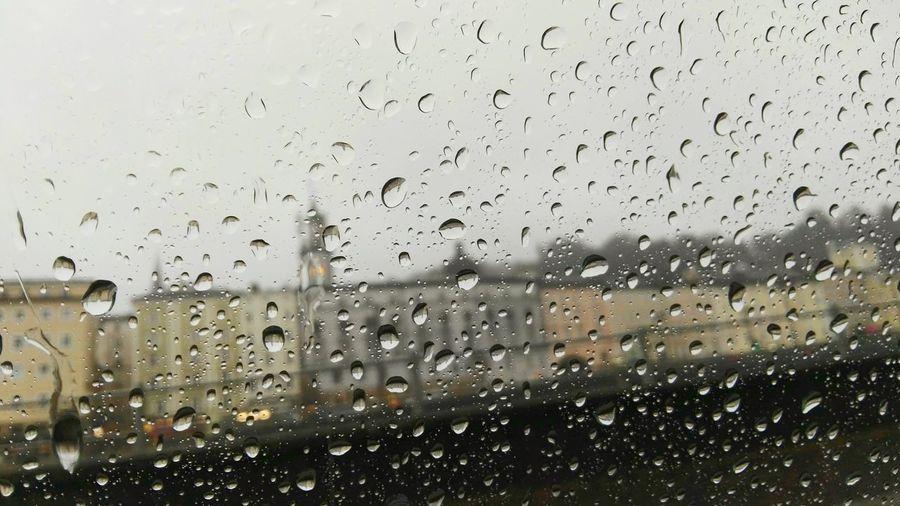 Rathaus-Turm ob's der Salzach, vom O-Bus aus Salzburger Regen Tropfen Am Glas Glasscheibe Rathaus Salzburg Salzburg, Austria Salzburg By Rain Rainy Salzburg Been There.