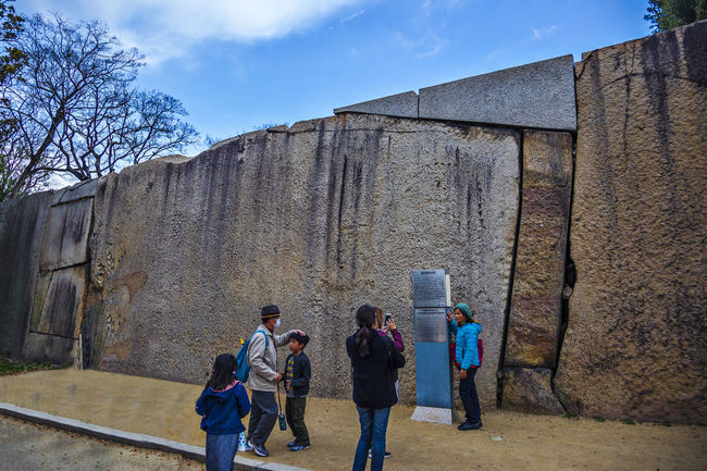 Ultinate Japan Famous Tourist Attractions Osaka Castle Relic The Rock Built Structure City Life Cloud Cloud - Sky Day History Japan Leisure Activity Lifestyles OSAKA Outdoors Sky The City Walls Travel Destinations Ultinate Japan
