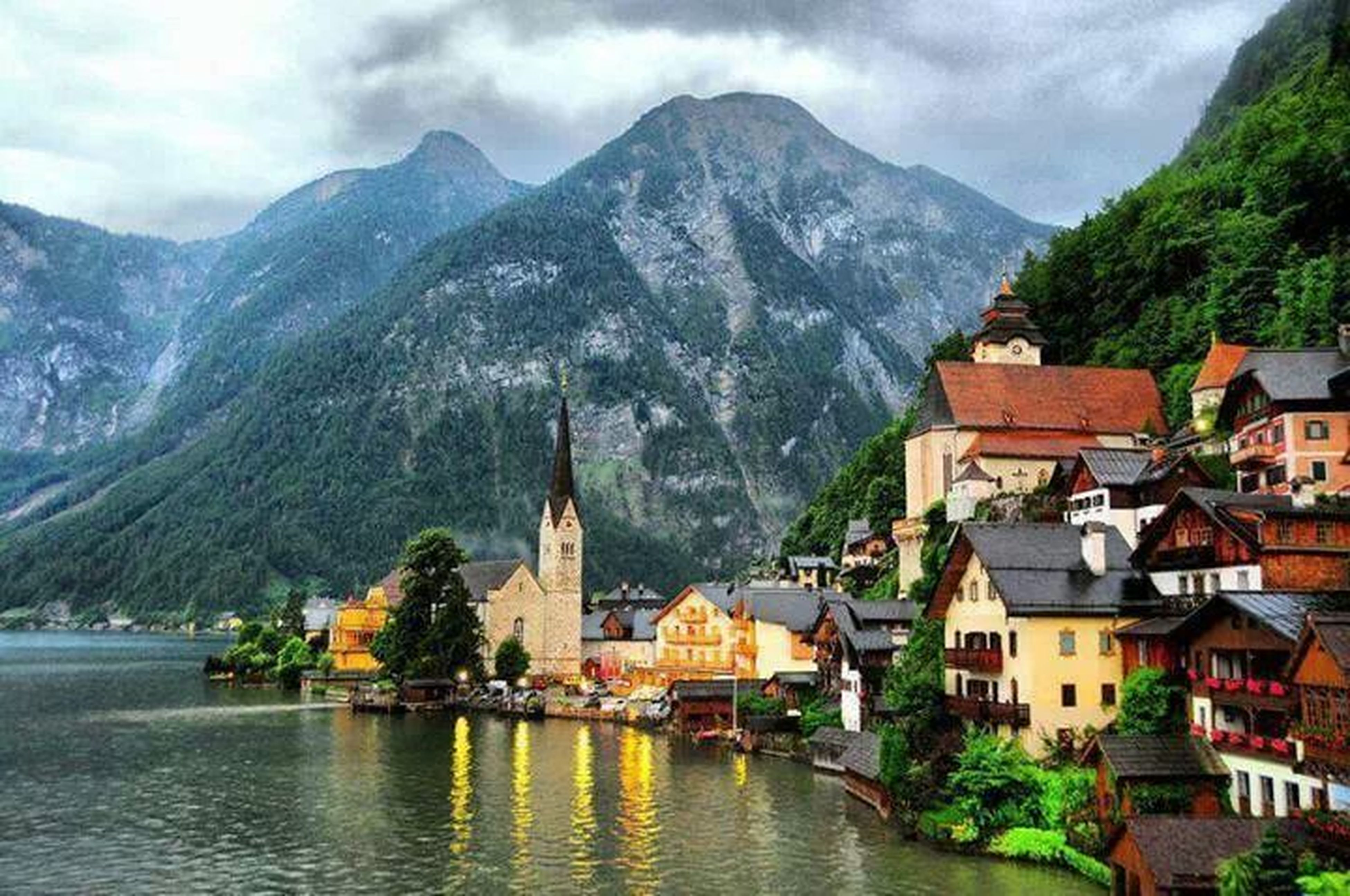 mountain, building exterior, architecture, built structure, mountain range, water, house, tree, waterfront, sky, residential structure, town, river, residential building, scenics, lake, residential district, cloud - sky, nature, beauty in nature