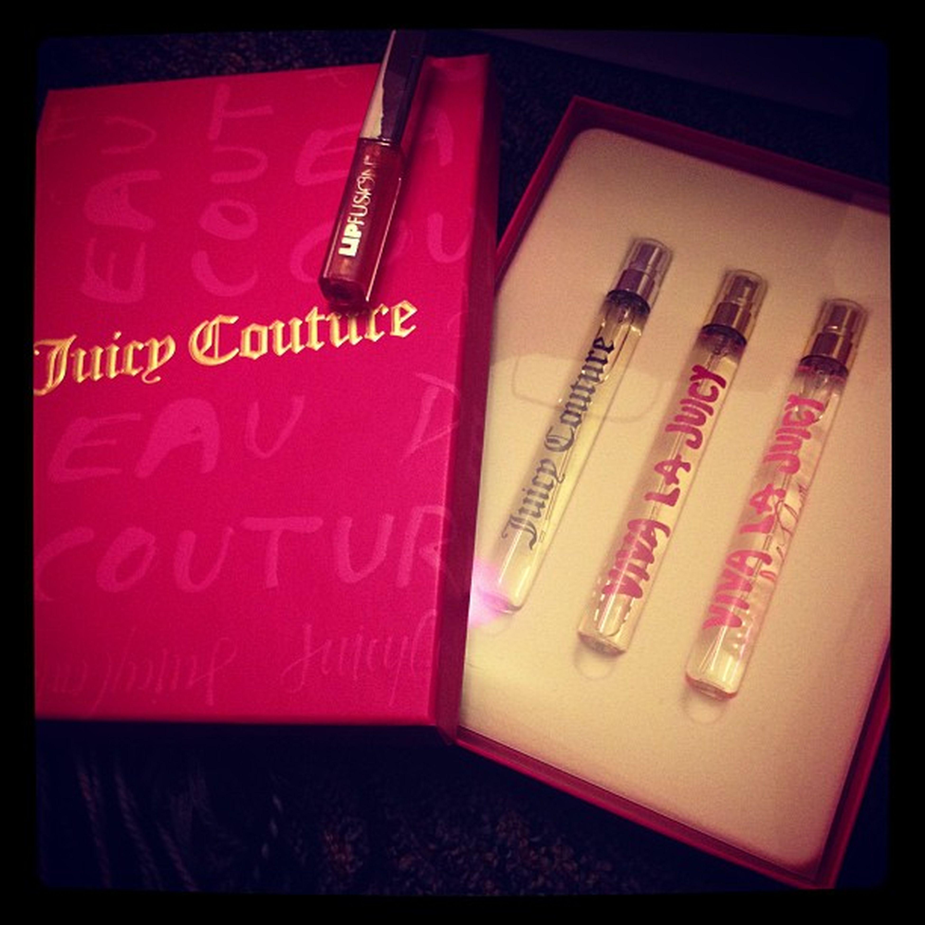 Late Christmas gift, thanks girl! 😁😍 Juicycouture Juicycoutureperfume VivaLaJuicy Vivlajuiclafleur Perfumeaddict Addictedtoperfume Instagood