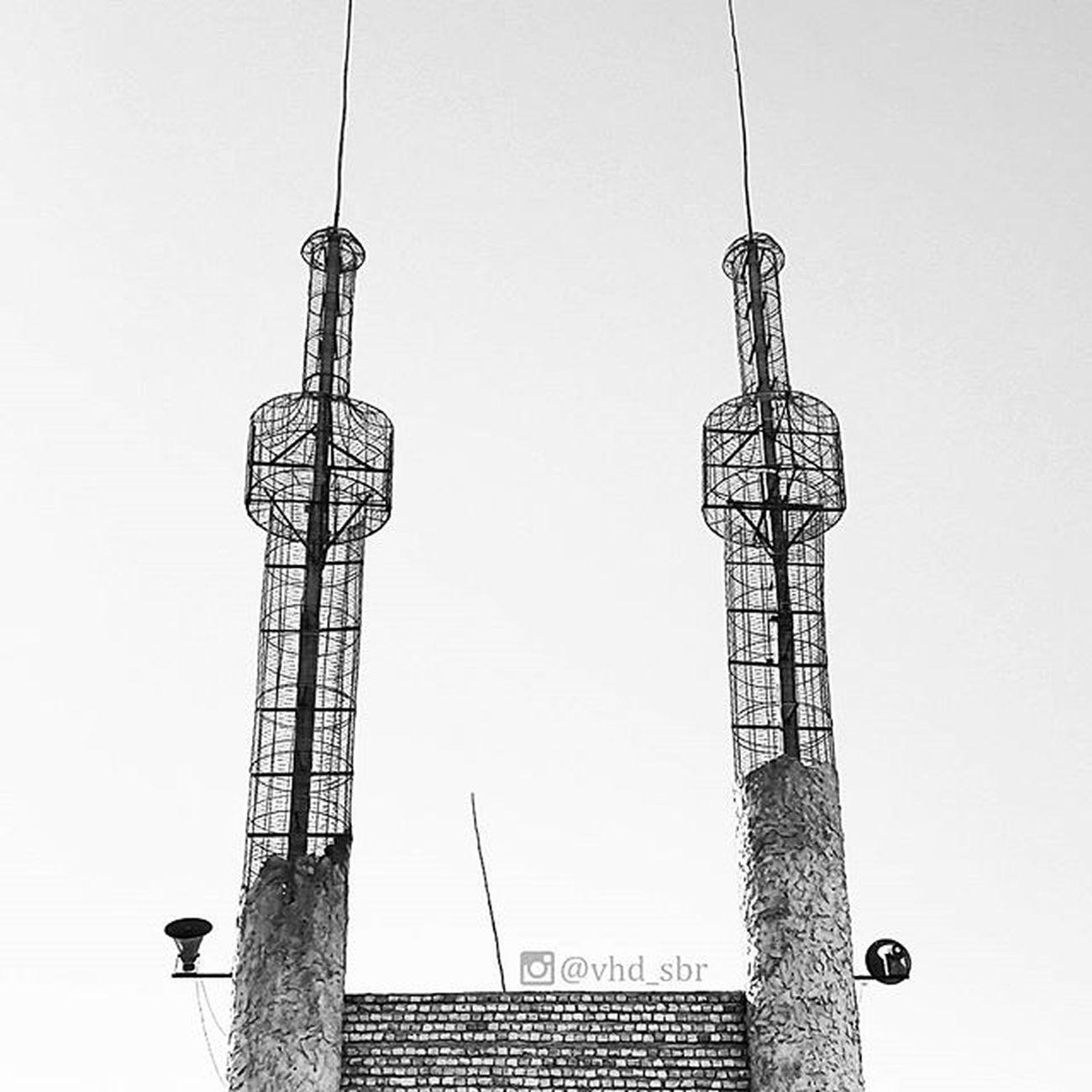 ▫ گلدسته هایی از جنس آسمان :))) . گلدسته مسجد آسمان  سیاه_سفید مناره بلندگو مسجدی_نزدیک_مشهد مشهد مینیمال؟