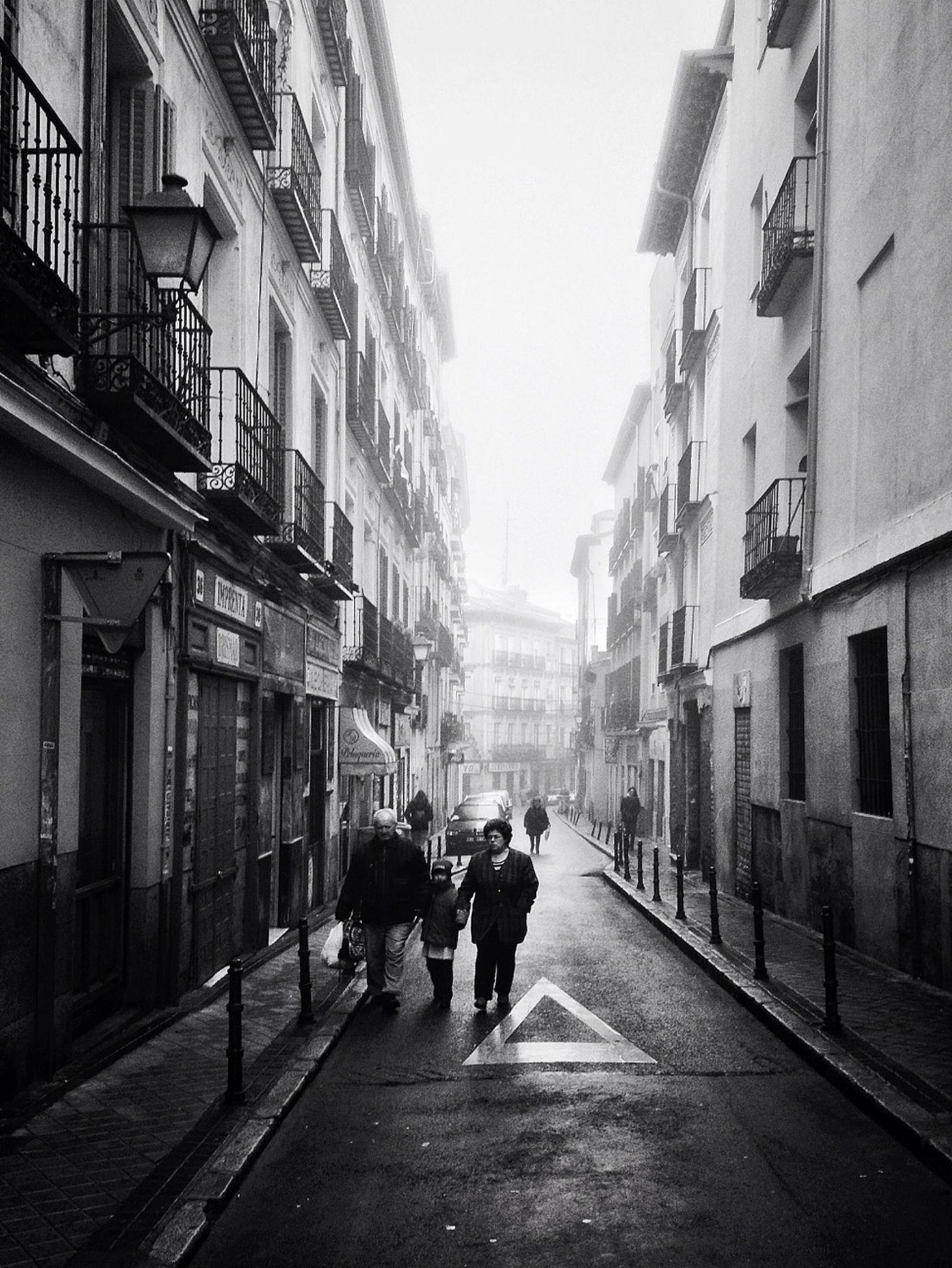 narrow, the way forward, city life, urban, leading