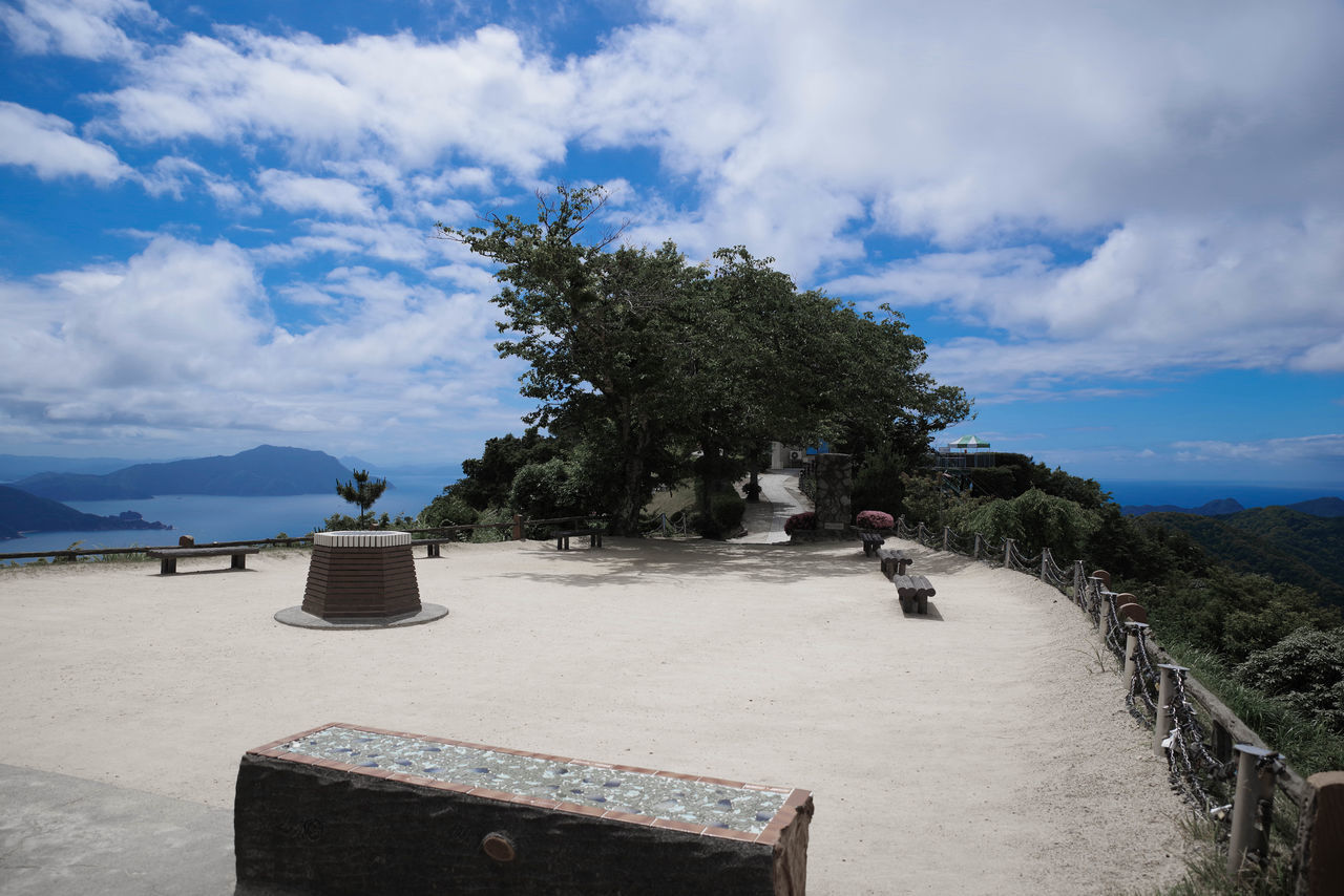 Tree Cloud - Sky Beach Sand Sky Sea Outdoors Tranquility Day Water Nature Vacations No People Landscape Beauty In Nature Horizon Over Water Beauty In Nature Ancient Civilization Nature Blue 三方五湖