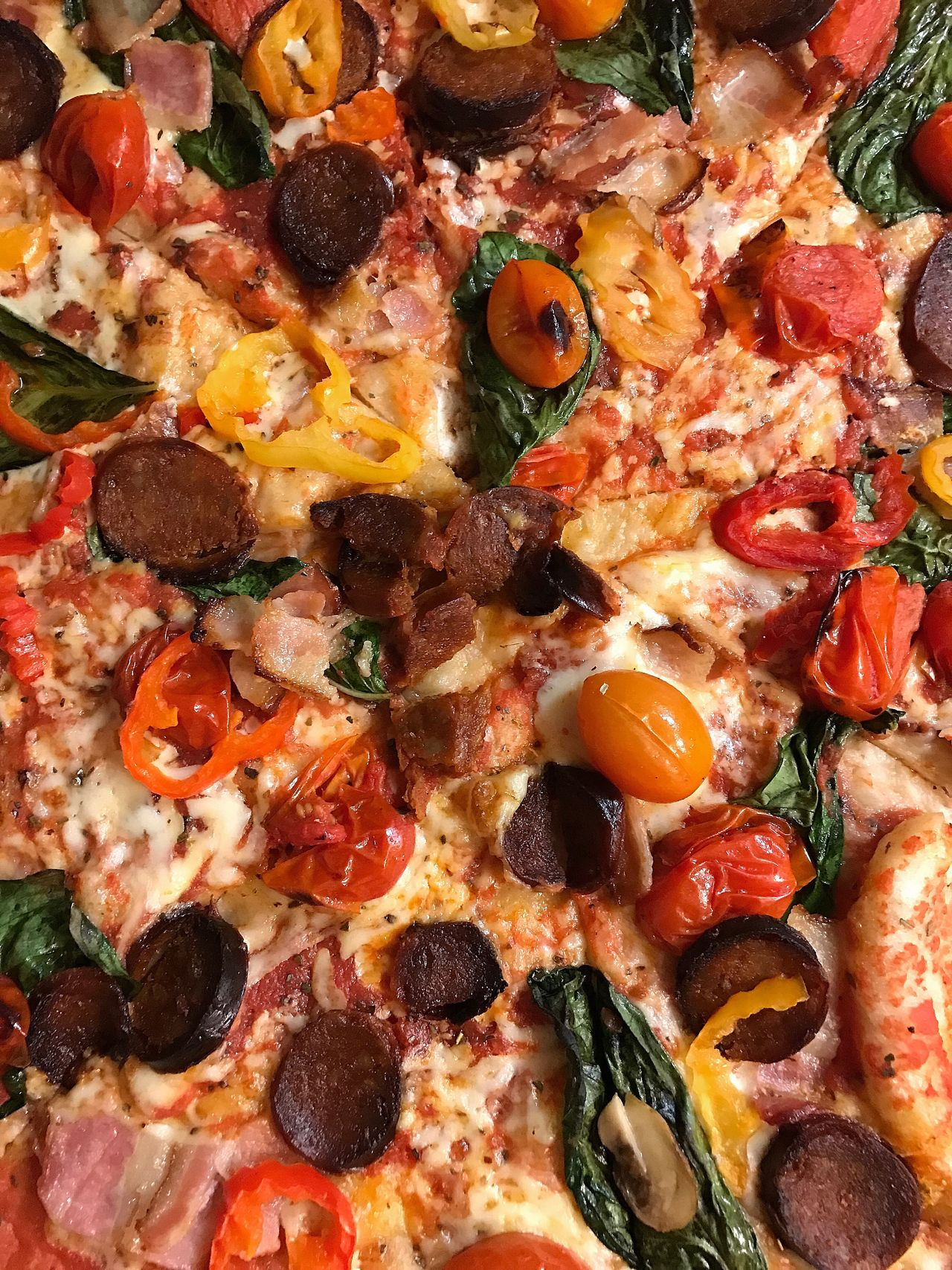 Pizza Pizza Tomato Food And Drink Fast Food Food SLICE Unhealthy Eating Baked Freshness No People Italian Food Close-up Pepperoni Pizza Ready-to-eat Indoors  Day