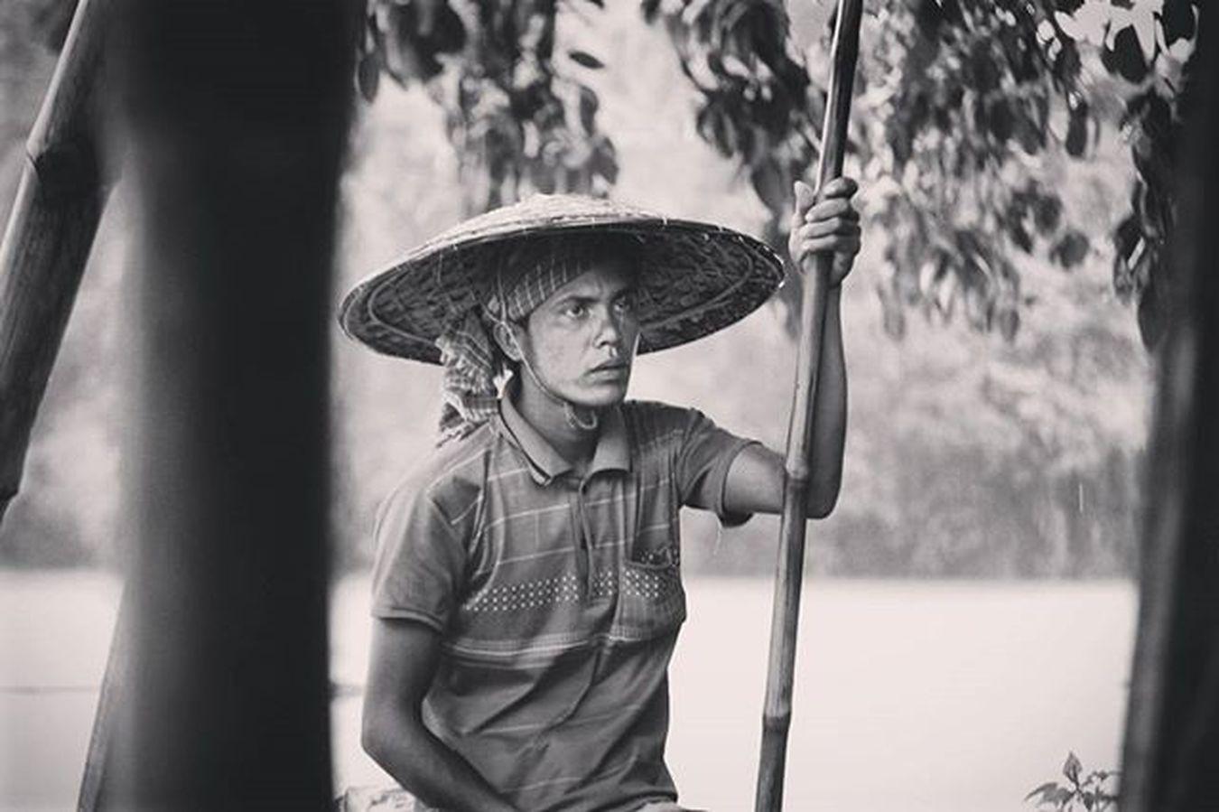 Throw🔙 Lalakhal Sylhet Bangladesh Culturegram Traveldiaries NikonD5200 Nikon Boating Boatsman Thisisbangladesh Bangladeshiphotographer Visitbangladesh Bnw Bnw_captures Bnw_life Bnw_society Humanstory Nikonphotographers Monsoon RainyDay Nikonphotography Labour Travelingram Photographersofbangladesh photogrid photogram photography travelbangladesh