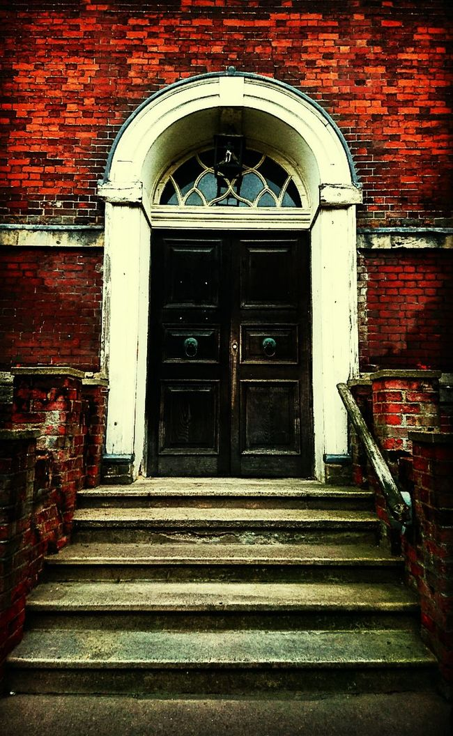Old Church Entrance Architecture Building Building Exterior Church Steps Door Doors Wooden Door Old Buildings Old Brick Building Vintage Eyeemphoto Contrast Eyeemphotography HDR Town City Chappel Historical Building History Through The Lens  Moment Capture Taking Photos Essex