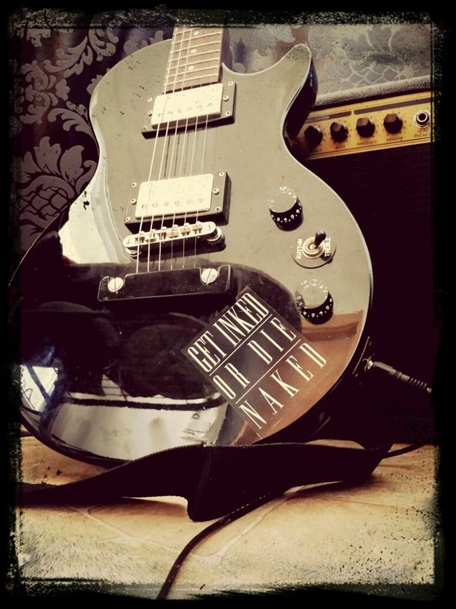 Guitar Esseesse Tattoo Lespaul