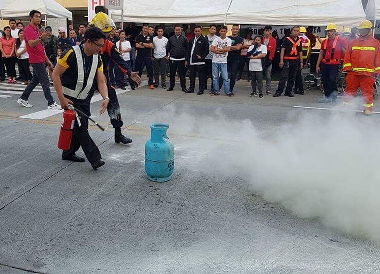 Fireextinguisher Firedrill LPG Gas Tank Fighting Fire Extinguishing Fire