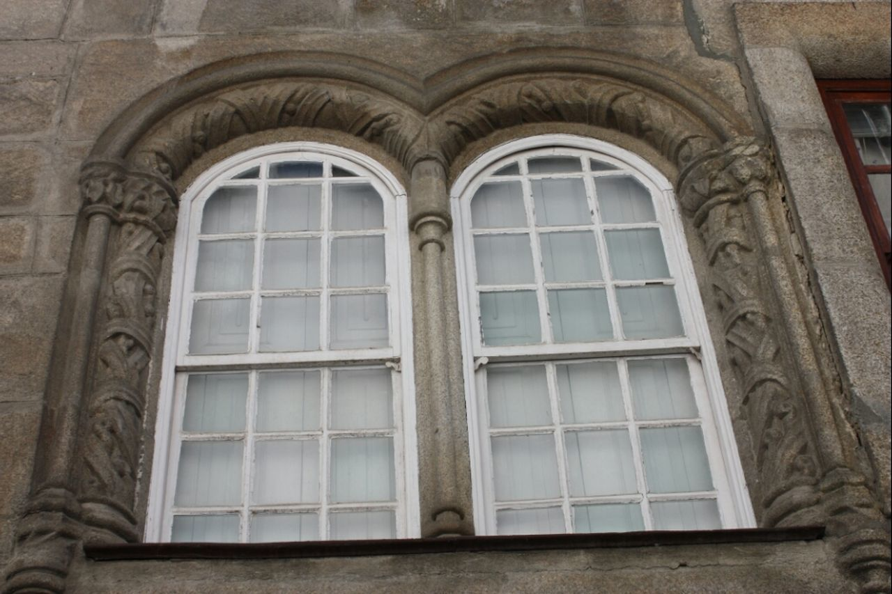 Window In Viseu Seefaces Portugaloteuolhar