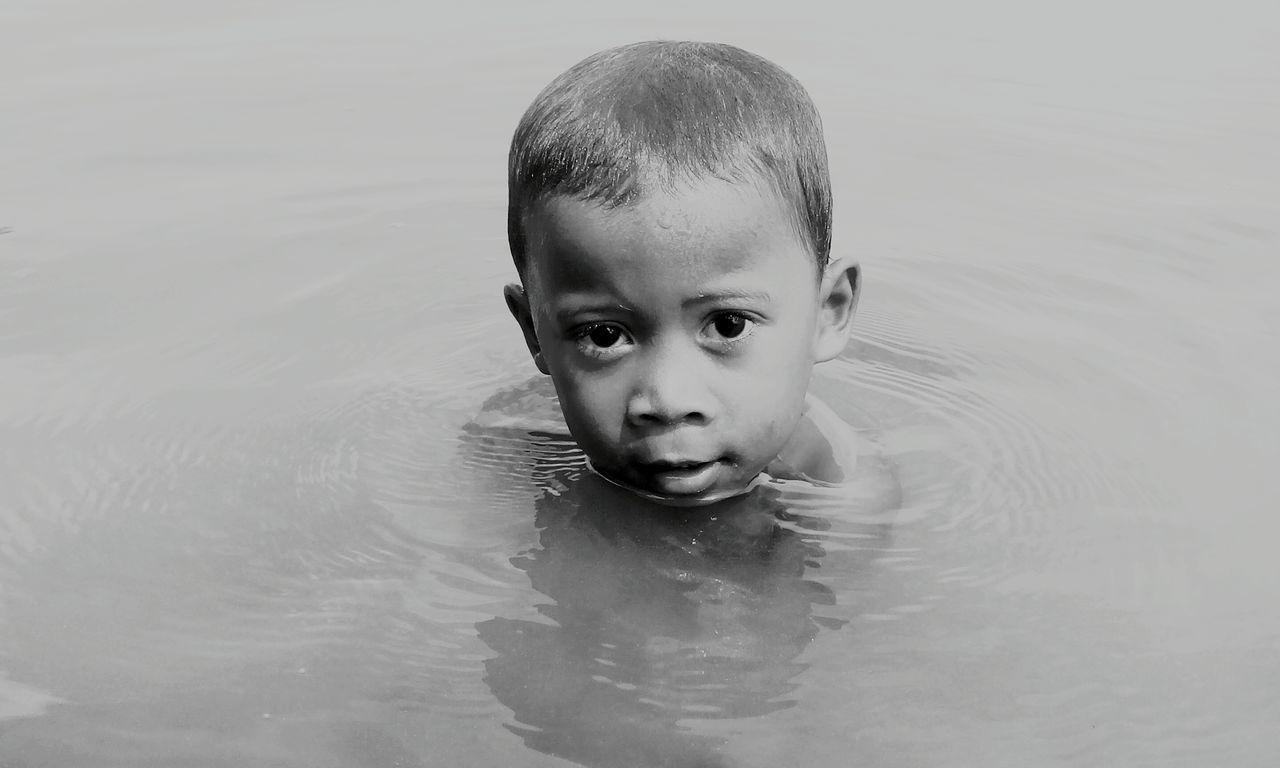 Filipino child on salt water.. Real Child Lifestyles Portrait Childhood EyEmNewHere Lenseculturestreet WeekOnEyeEm Blackandwhitephoto Real People EyeEmGalley First Eyeemphoto EyeEmNewHere