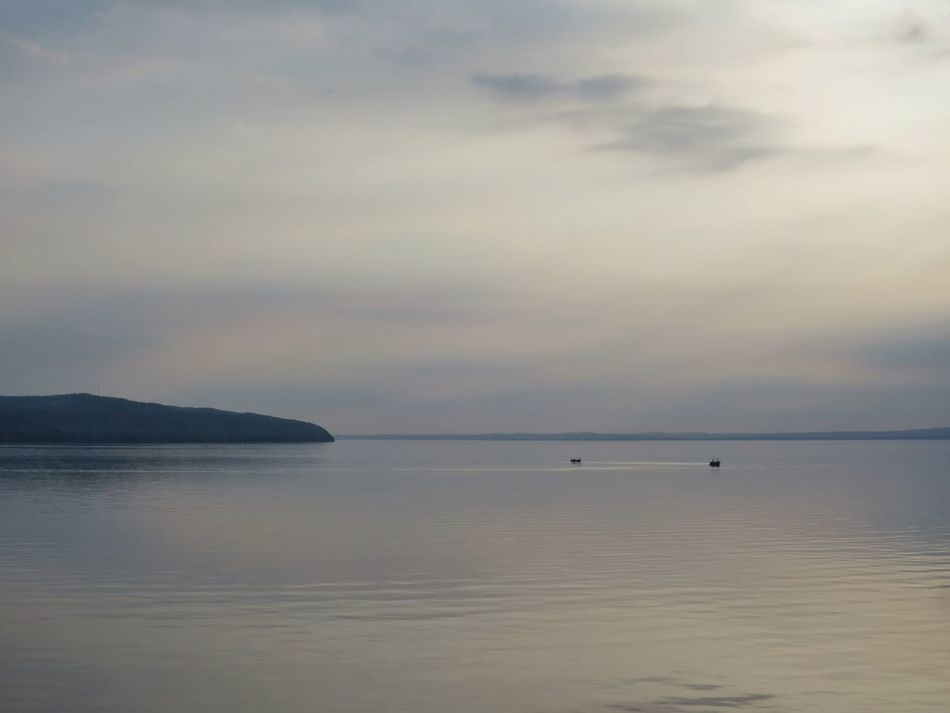 Water Horizon Over Water Sky Idyllic Lake Vättern Boats Horizon Sky And Sea Sky And Clouds Commuting Ferry