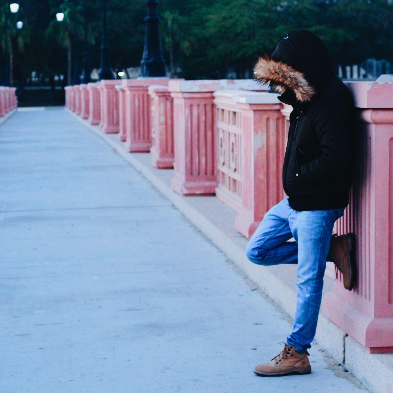 Model Taking Photos Winter تصويري  انتظر واسولف للشتاء واقول باكر تحنّ ?❄️.