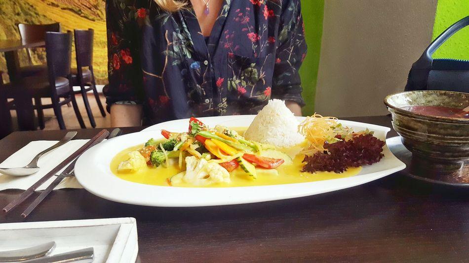Eating With Friends Asian Foods Go Out Restaurant Food Foodporn Dinner Dinnertime Date Vegetables Veggie Sauce Table Rice Viatnam Tea Vietnamese Food Camera: Galaxy S6