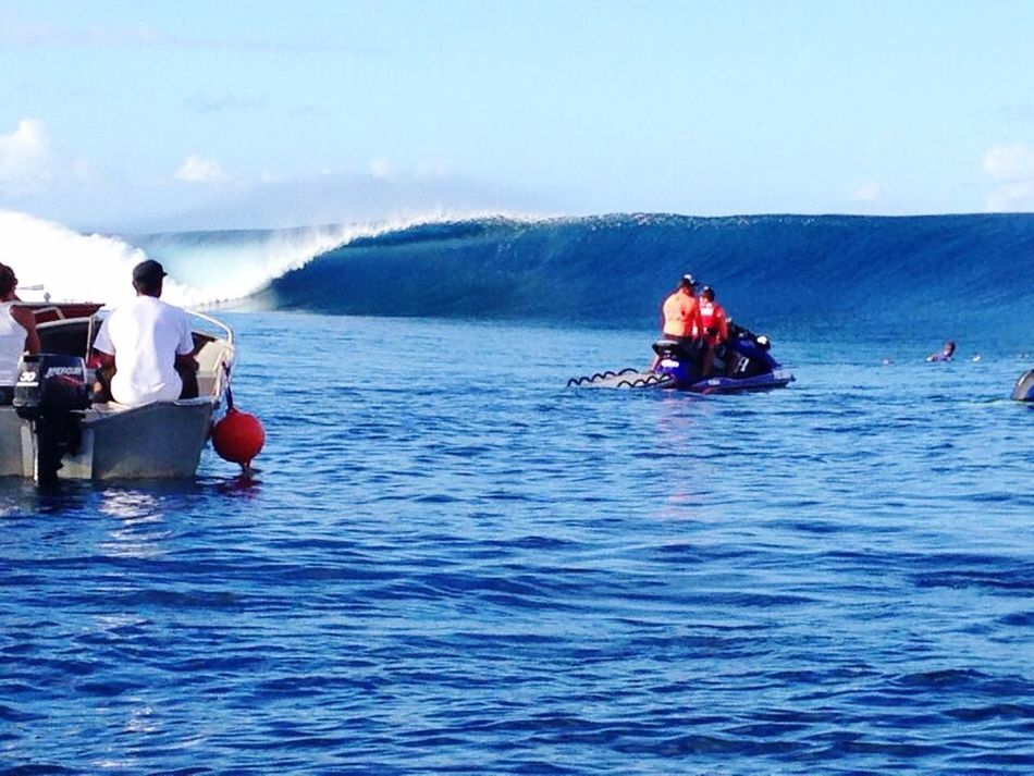 Surf's Up first day of the WCT leg in Teahupoo