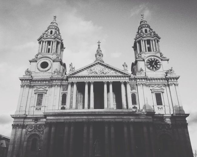 St. Paul's Cathedral | London - March 2015 Architecture Architecture_bw London England Religion Creative Urban Vscocam Travel Traveling