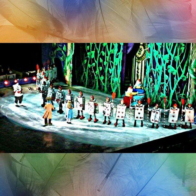 "Alice In Love ""💖🐰🃏♠♥♣♦ TesourosdaDisney Alice Disney Onice Alicenopaísdasmaravilhas Cartas Musical Espetaculo Pistadegelo GinasioIbirapuera Cortemascabeças Bailarinos"