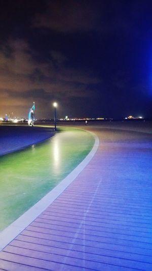 برج Tower Tower Bridge  Dubai Green Street تصويري  Good Times Goodday Water Stadium