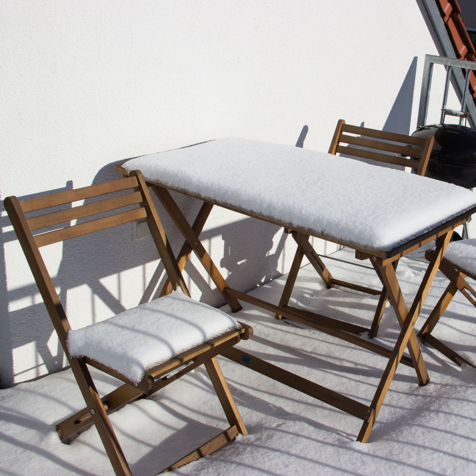 """""""no chilly for chill"""" Balcony Balcony View Built Structure Chair City Life Cityscape Cold Cold Temperature Day Foldable Furniture Furniture Design Furnitures Garden The City Light No People Outdoors Relaxing Snow Snow ❄ Street Sun Table Winter Wintertime"""