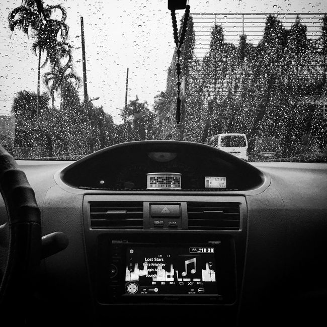 Bed weather Check This Out Followme Followback Monochromatic Blackandwhite Blackandwhite Photography Black And White Photography Blackwhite Black And White MonochromePhotography Black & White Monochrome Street Photography Toyota Vios Dashboard