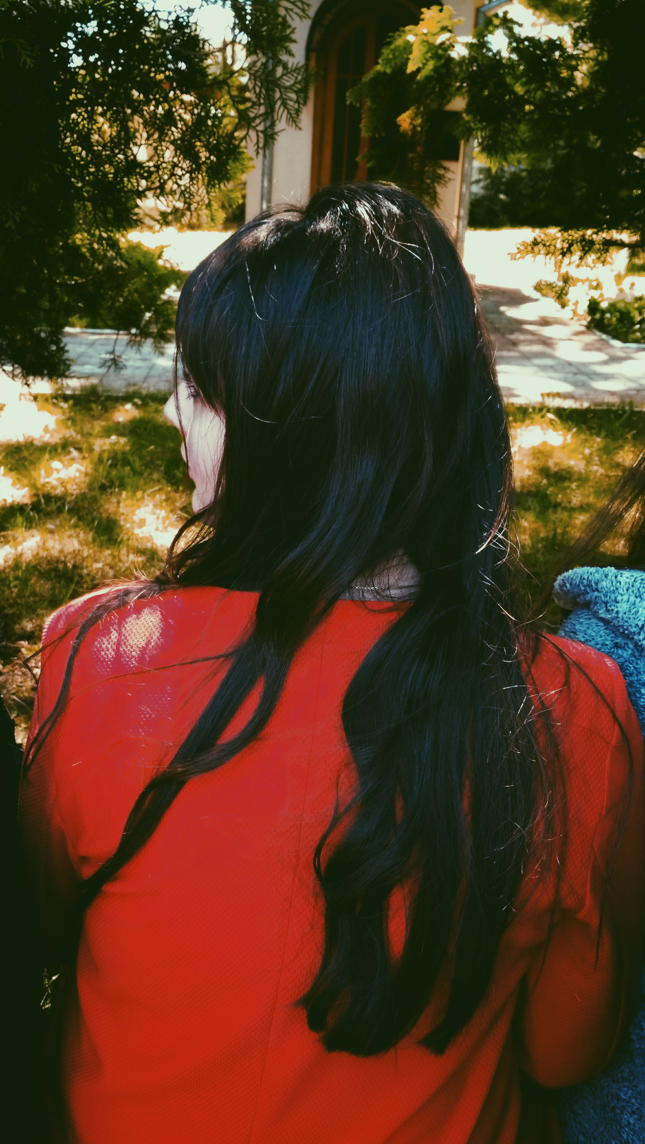 rear view, real people, one person, tree, childhood, leisure activity, outdoors, day, lifestyles, girls, nature, people