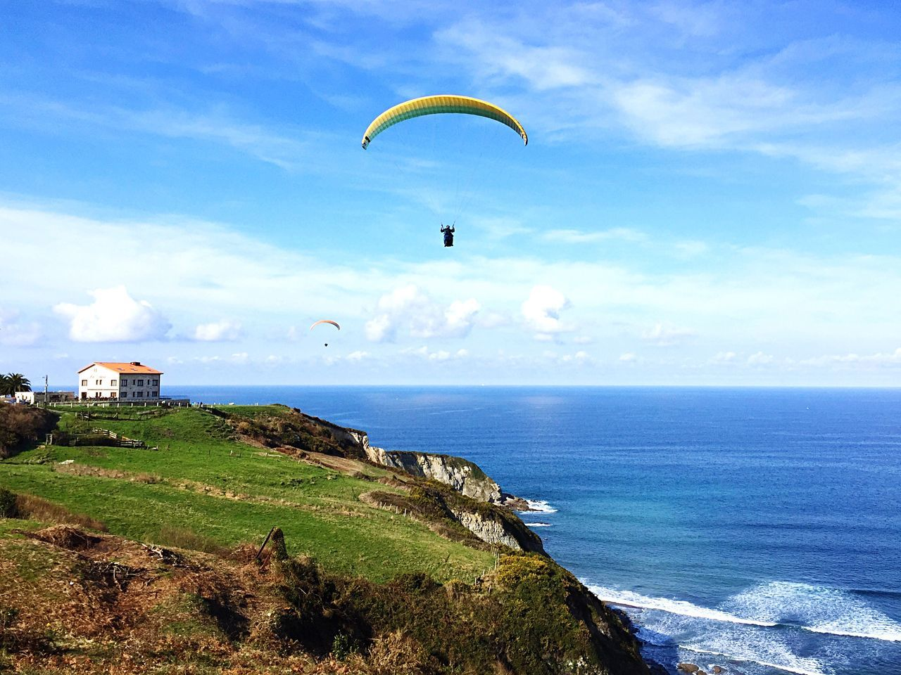Day Sea Paragliding Sky Adventure Parachute Horizon Over Water Beauty In Nature Asturias Asturias Paraiso Natural🌿🌼🌊🌞 Outdoor Photography Sports Xtreme Outdoors Nature Scenics Real People One Person Extreme Sports Water