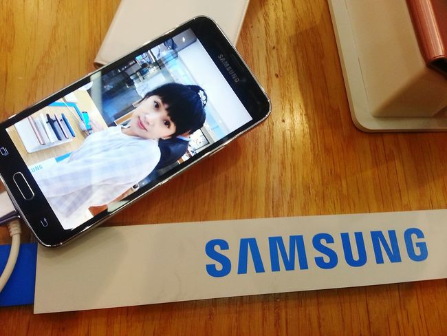 Human Meets Technology Samsung Samsunggalaxy Mobilephone Technology Technology I Can't Live Without Priceless Korea