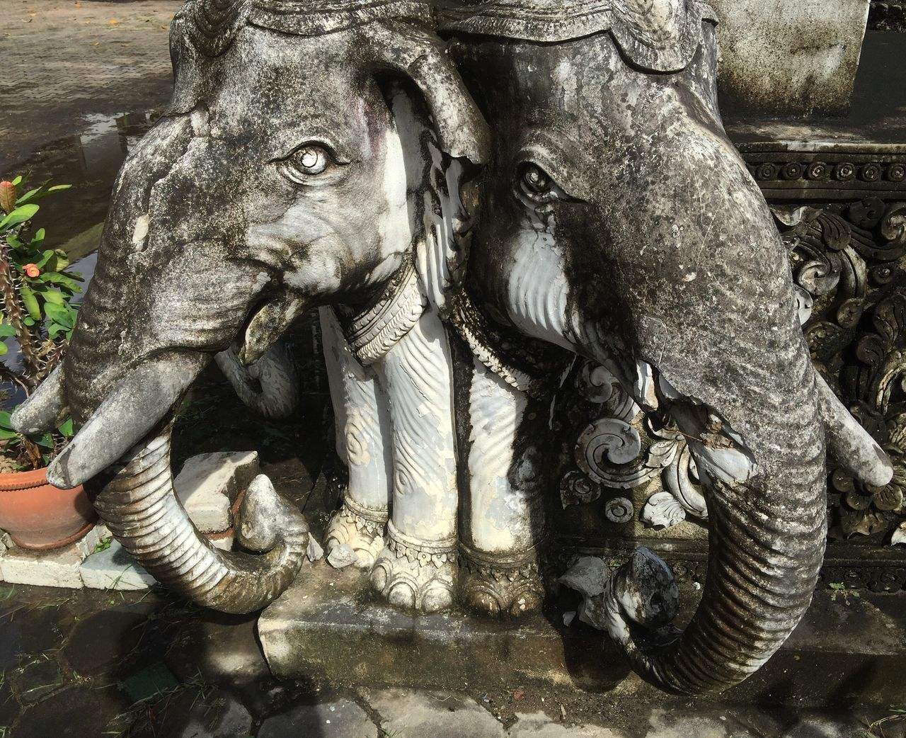 sculpture, statue, art and craft, animal representation, no people, day, outdoors, water, animal themes, close-up