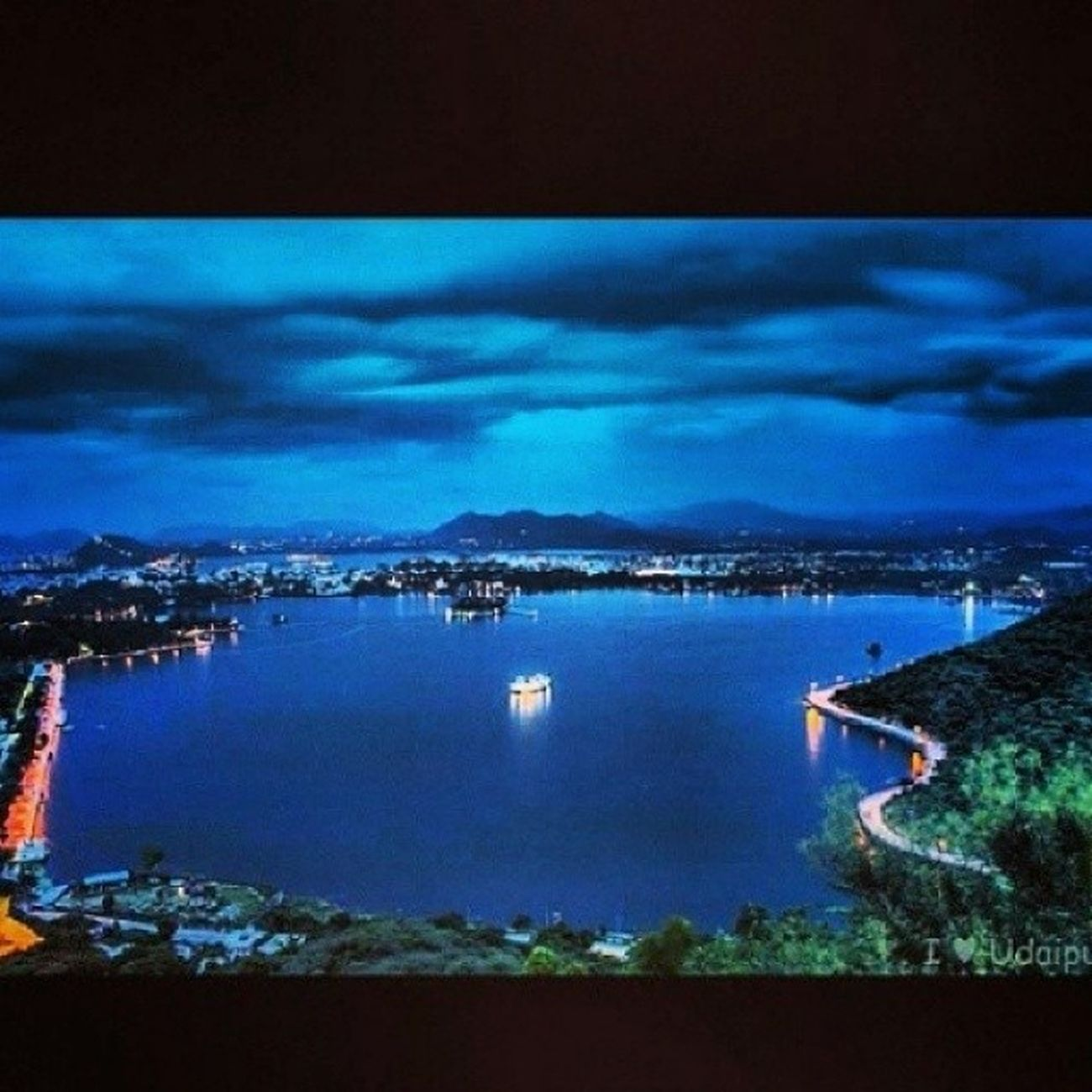 Love Udaipur Fatehsagar Lakefatehsagar blue instago instalike picoftheday beautiful bestcity webstagram tweegram themosstt instadaily photography awesome cityoflakes mouthshut best night <3 <3