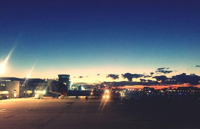 London London City Airport Dusk Sunset Sunset_collection Sunset #sun #clouds #skylovers #sky #nature #beautifulinnature #naturalbeauty #photography #landscape Planes