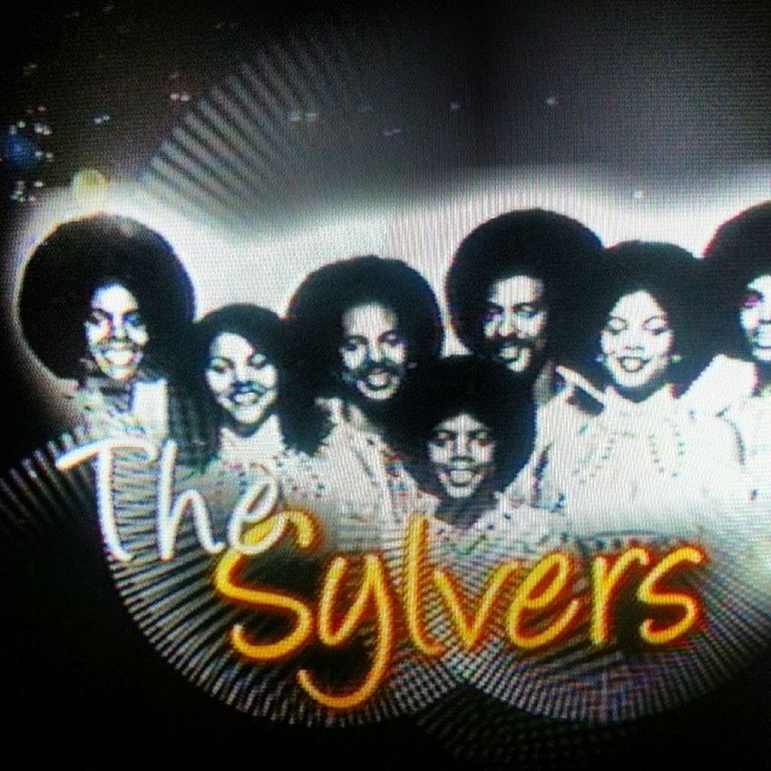 I'm watching THESYLVERS on tvone UNSUNG