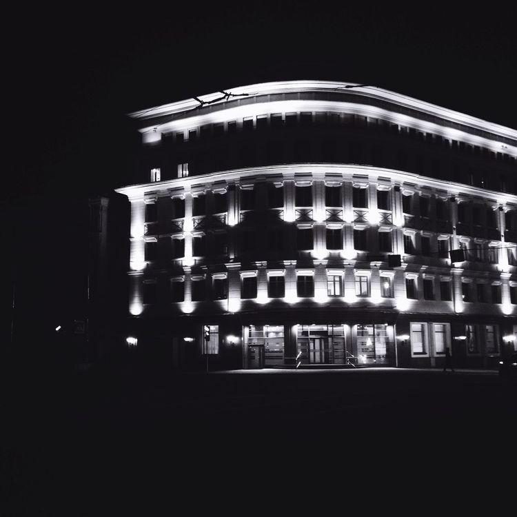 Прогулялись по ночной Москве с любимой ❤️🐵❤️