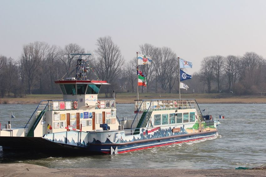 Fähre Langst Fähre Langst Tree Transportation Nautical Vessel Mode Of Transport Flag Day Water Real People Nature Outdoors Clear Sky Bare Tree Architecture Sky