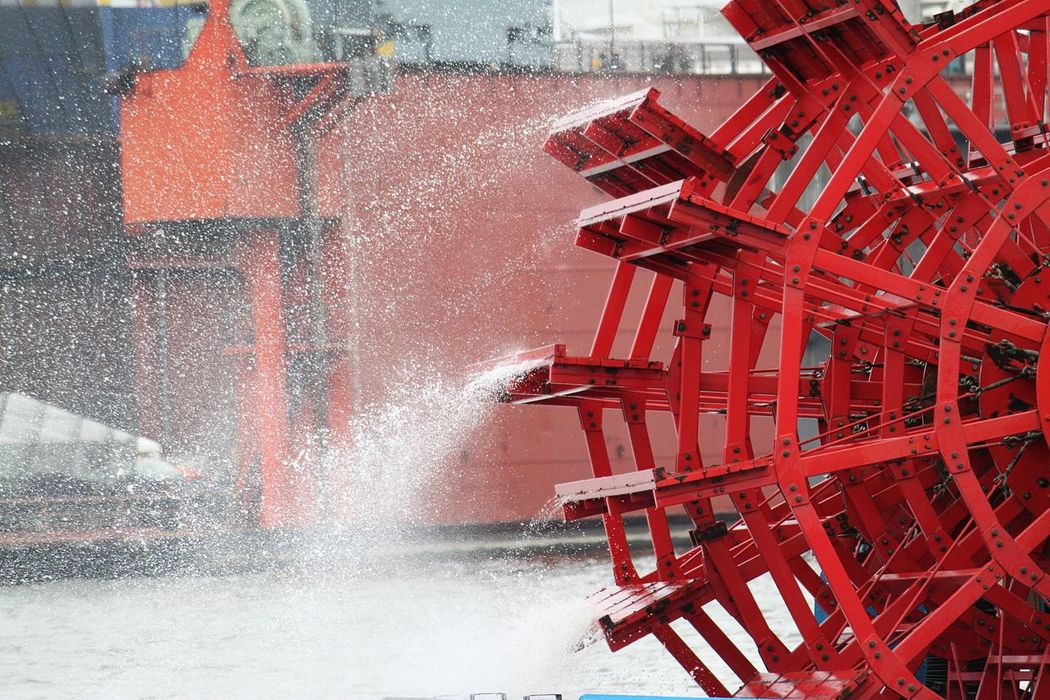 paddle wheel with spraying water Hamburg Hamburger Hafen Paddlewheel Paddlewheel Boat Boat Day Detail Force Motion No People Outdoors Paddle Wheel Paddle Wheel Steamer Paddle Wheels Power In Nature Red River Sea Ship Spraying Water