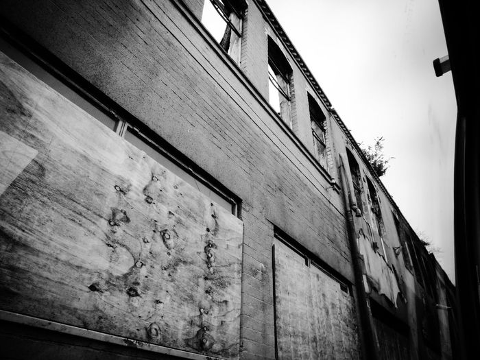 Building Exterior Low Angle View No People Architecture Abandoned Weathered Outdoors Built Structure Urbanphotography Urbane